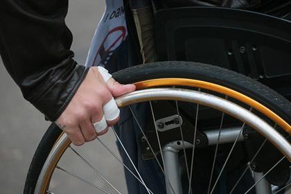 Российский инвалид на коляске получил баррикаду вместо подъемника