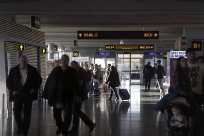 Самолет с пассажирами вернулся в аэропорт из-за подозрительного запаха