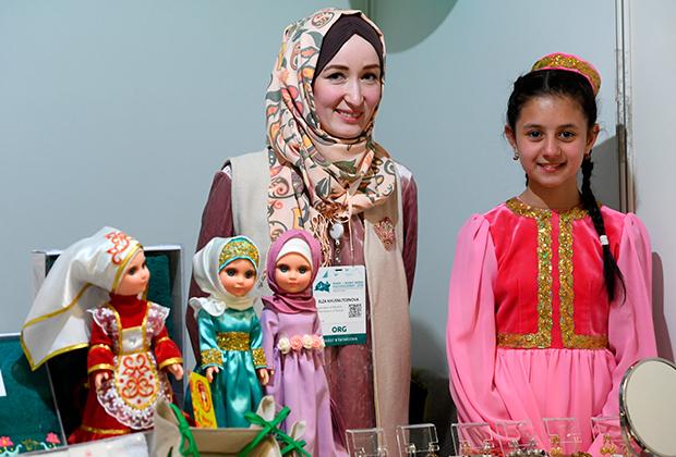 """На Международной выставке Russia Halal Expo, проходящей в рамках X Международного экономического саммита """"Россия — Исламский мир: KazanSummit"""" в Казани."""