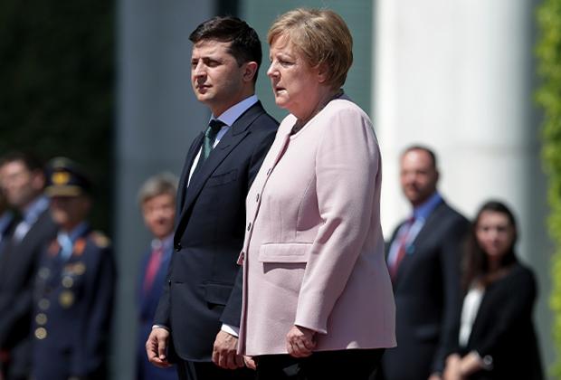 Меркель на встрече с президентом Украины Владимиром Зеленским, на которой у нее начался приступ дрожи
