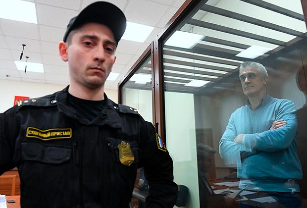 Основатель фонда Baring Vostok Майкл Калви (справа) на заседании в Басманном суде Москвы