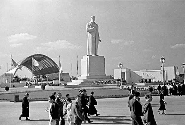 Памятник Сталину, 1930-е