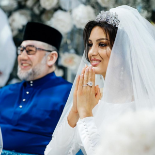 Мухаммад V Келантан Султан и Оксана Воеводина