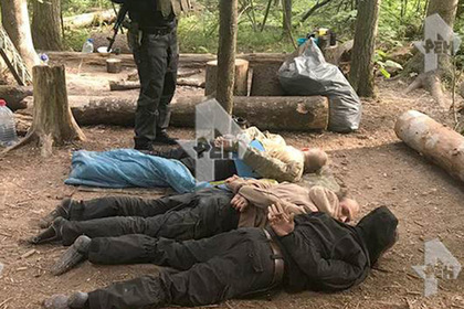 Задержание боровшихся за ЗОЖ националистов в подмосковном лесу попало на видео