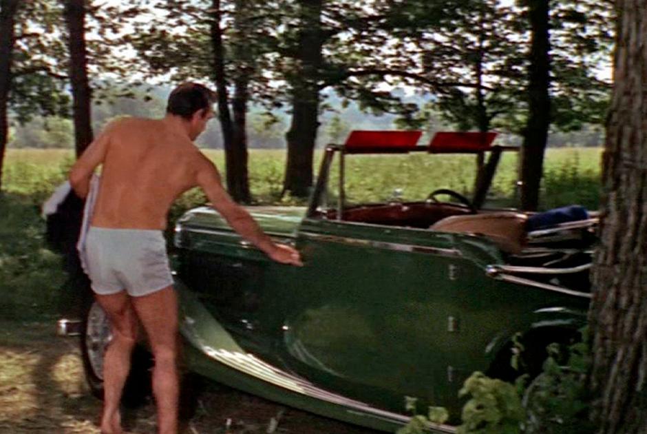 Первое появление Bentley — автомобиля книжного Бонда, — в киноэпопее состоялось в ленте «Из России с любовью»