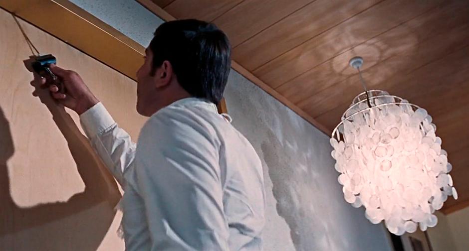 Лампа Fun Shell по дизайну Вернера Пантона в фильме «На секретной службе Ее Величества»