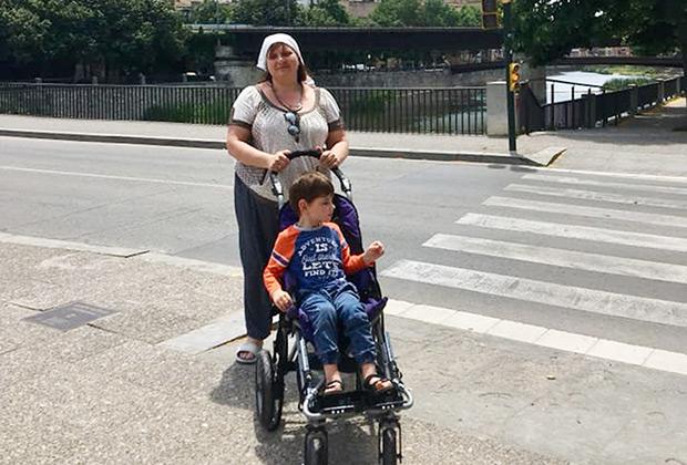 Мама сразу поняла, как поставить на ноги заболевшего сына