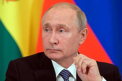 Путин наградил героически посадивший самолет экипаж