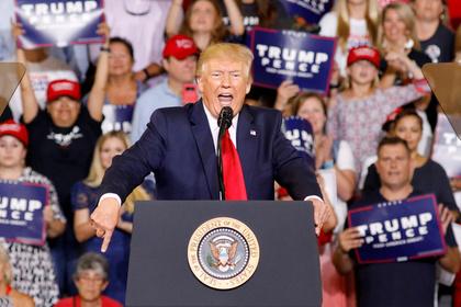 Трамп посмеялся над своим импичментом из-за оскорбления небелых женщин