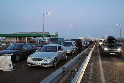 Автомобили на международном пункте пропуска «Краковец— Корчева» (Украина— Польша)