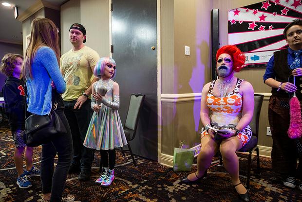 Родители Кигана считают, что он заинтересовался дрэг-королевами, когда посмотрел реалити-шоу RuPaul's Drag Race, в котором соревнуются люди, мечтающие выступать на сцене в образе противоположного пола.
