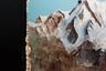 """Еще немного высокого искусства в обычном подъезде. «Лучше гор могут быть только горы, на которых еще не бывал», — как в известной песне Владимира Высоцкого.<br><br>Ни этот, ни предыдущий вариант «оживления» общедомового пространства, конечно, не дотягивают до творения киевского пенсионера Владимира Чайки, который в свое время <a href=""""https://www.instagram.com/p/BMzZ5mejhKw/?utm_source=ig_web_copy_link"""" target=""""_blank"""">оформил</a> подъезд в стиле рококо. Мужчина украсил лестничные клетки лепниной и фотообоями, а из мусоропровода сделал античную колонну. Также он развесил вдоль лестницы картины."""