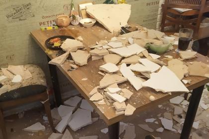 Потолок в квартире многодетной семьи рухнул во время детского праздника