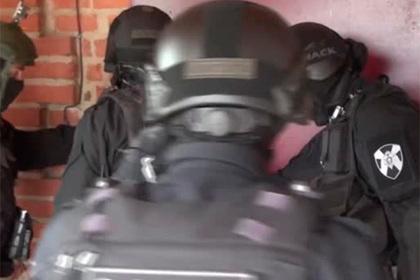 Захват российского «бойцовского клуба» для наркозависимых попал на видео