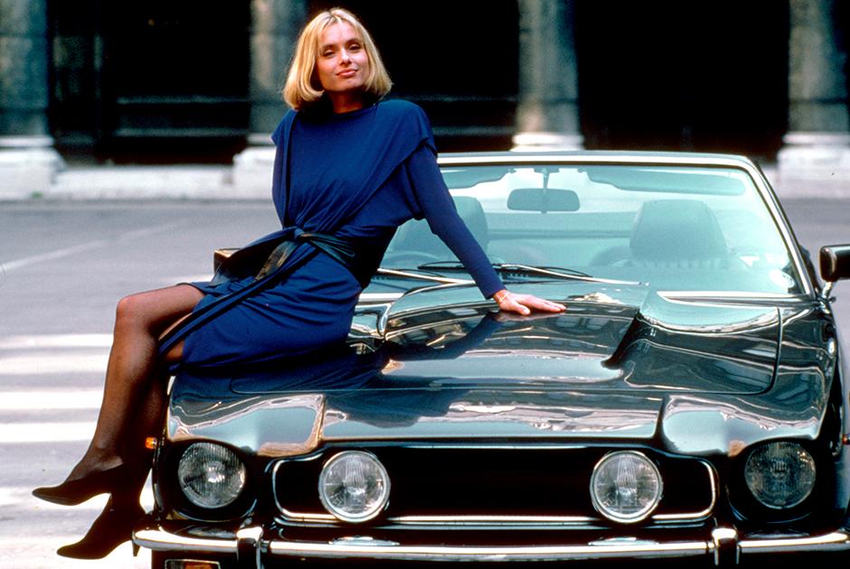 Первое возвращение Aston Martin после перерыва состоялось в фильме «Искры из глаз». По традиции машина была вооружена до зубов