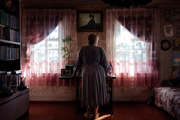 Я забеременела в апреле 1986 года, почти в то же время, когда случился взрыв реактора на Чернобыльской АЭС. Врач-гинеколог посоветовал не рожать женщинам, у которых уже были беременности, но со мной это произошло впервые, мне был 31 год.  <br></br> Тогда гинеколог сказал, чтобы я взяла срочную путевку и уехала на какое-то время из Чернобыльской зоны: никто не знал, какие могут быть последствия аварии. Всю беременность я молилась, чтобы у моего ребенка было все хорошо. Я не успокоилась, пока не родила и не увидела, что с ним все в порядке.  <br></br> Больше рожать я не решилась. Страх последствий — самая главная причина, почему во второй раз я сделала аборт. Вторая причина — это страх, что не справлюсь с двумя маленькими детьми. Было больно и страшно на это решиться.