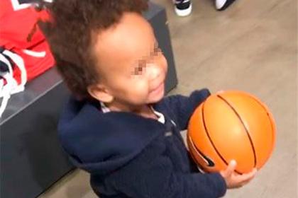 Семью темнокожих ошибочно обвинили в краже баскетбольного мяча