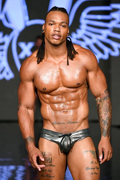 Бренд Mister Triple X специализируется на купальных костюмах для мужчин. Однако зачастую слово «костюм» применительно к изделиям марки — чрезмерное преувеличение: они едва прикрывают что-либо.