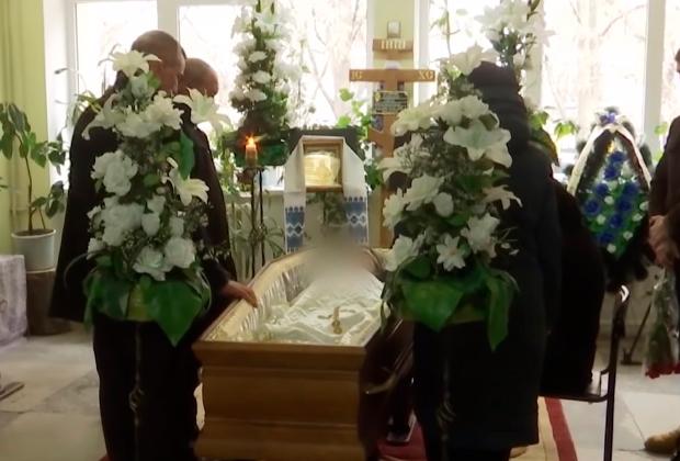 Прощание с 18-летним Сергеем Бутенко, умершим от осложнений после кори