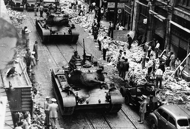 Турецкие танки на улицах Стамбула после погрома