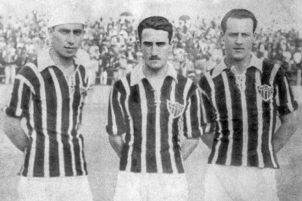 Марио де Кастро (справа)