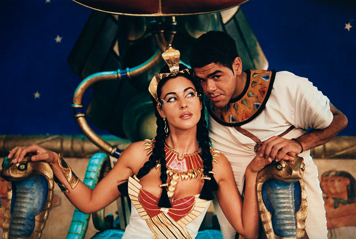 Italian actress Monica Bellucci and French actor and humorist Jamel Debbouze on the set of Asterix and Obelix Meet Cleopatra written by Rene Gosciny and Albert Uderzo, and directed by Alain Chabat. (Photo by Etienne George/Corbis via Getty Images)