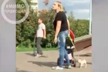Россиянка с детьми и собачкой пришла в ярость на площадке скейтеров