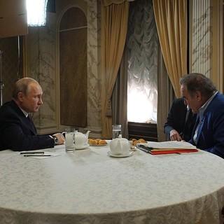 Владимир Путин дает интервью Оливеру Стоуну