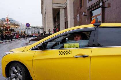 Московский таксист украл у пассажира 55 тысяч рублей