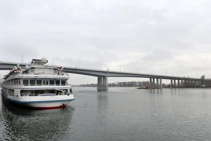 Украинский моряк после пятидневного запоя прыгнул в российскую реку