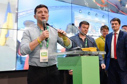 Президент Украины Владимир Зеленский выступает в штабе партии «Слуга Народа»