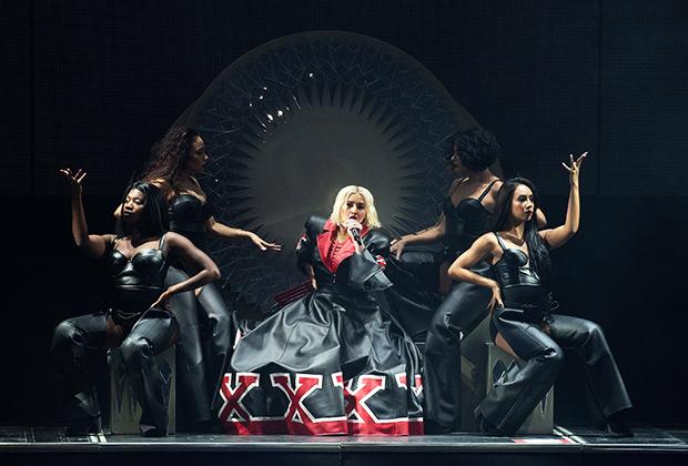 Кристина Агилера во время тура в поддержку альбома Liberation