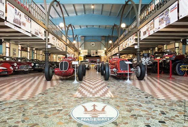 Как такового заводского музея у Maserati нет. Зато есть частное собрание семьи Панини. Хотя основу музея Panini составляют именно машины с трезубцем, здесь хватает и других транспортных средств: спорткары несуществующей нынче марки Cisitalia, мотоциклов Ducati и даже несколько залетных BMW.