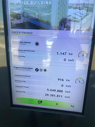 Итальянцы пытаются идти в ногу со временем. На крыше завода Lamborghini расположены огромные солнечные батареи. Но в день нашего посещения фабрики они не работали, хотя солнце даже не пыталось зайти за тучи.