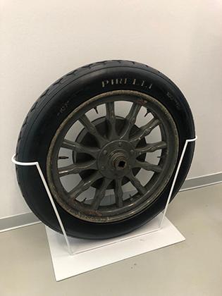 Единственный публичный автомобильный музей в Милане —заводской музей Alfa Romeo в Арезе. А вот в сокровищницу Pirelli посторонним не пройти, хотя здесь есть такие шедевры, как самое старое в Италии колесо. Его использовал экипаж на автомобиле Itala в гонке Пекин —Париж в 1907 году.