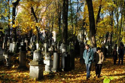 Названы самые нелепые посмертные надписи на могилах россиян