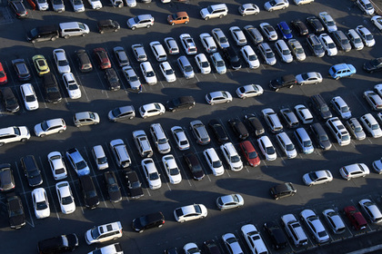 Парковочные места в России захотели укоротить и сузить