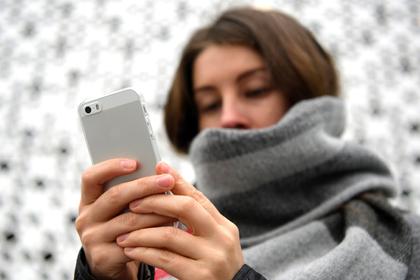 Работникам банков захотели запретить мобильные телефоны