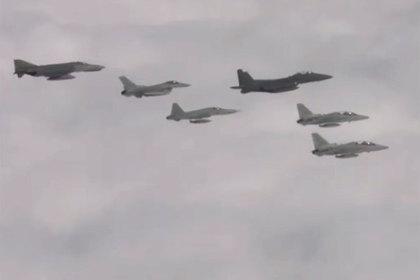 Истребители Южной Кореи обстреляли российские бомбардировщики