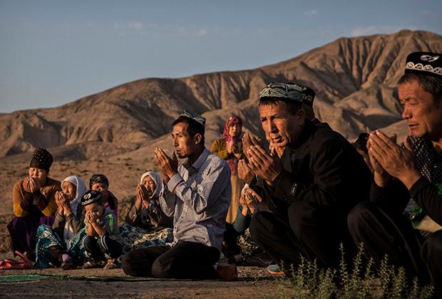 Уйгуры в Синьцзяне во время праздника Ид аль-Адха (Курбан-байрам)