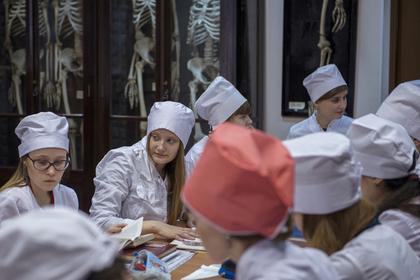Российские абитуриенты и студенты рассказали о желании учиться на врачей