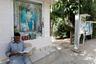 На стене и стендах — портреты людей, расстрелянных и взорванных исламистами.