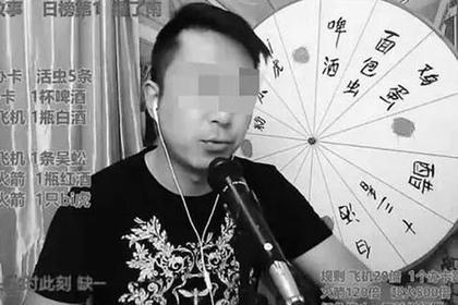 Поглощающий живых червей и крепкий алкоголь блогер скончался в прямом эфире