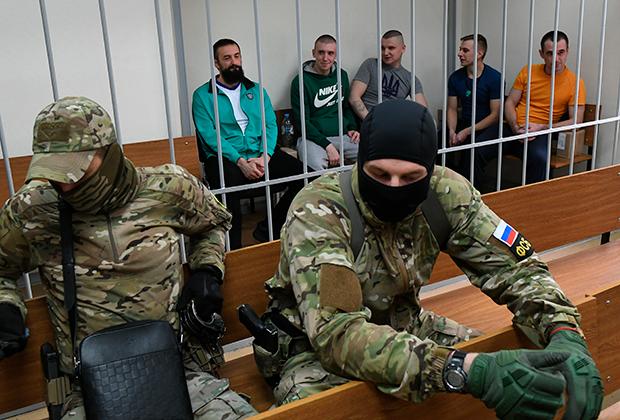 Задержанные украинские моряки на заседании Лефортовского суда города Москвы