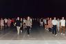 В Китае до сих пор популярны коллективные спортивные мероприятия. Чаще всего в них принимают участие люди старшего возраста. На снимке китайцы вместе  занимаются лечебной прогулкой. В стране также популярны совместные зарядки по утрам и танцевальные классы по вечерам.