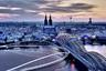 Повышенная симпатия муниципалитетов к экологичному, недорогому и удобному для городов двухколесному средству передвижения дает надежду на то, что в мире будут появляться все новые архитектурные шедевры, ориентированные на велосипедистов. Такие, например, как мост Рейн-Ринг (RheinRing — кольцо Рейна), спроектированный немецким архитектурным бюро Spade. <br><br>  В 2019 году проект был отмечен организаторами Bicycle Architecture Biennale — Амстердамской биеннале велосипедной архитектуры, которая традиционно представляет городские проекты, облегчающие жизнь велосипедистам и способствующие поддержанию здоровья горожан. <br><br>  Смелый проект хотят разместить в одном из самых знаковых городских районов — предполагается, что конструкция будет примыкать к знаменитому мосту Гогенцоллернов, а значит, гарантированно появится на тысячах туристических снимков с панорамой Рейна и Кельнского собора. Изящная конструкция моста соединяет Старый город с новыми районами и визуально представляет собой воплощение гармонии между историей и современностью.