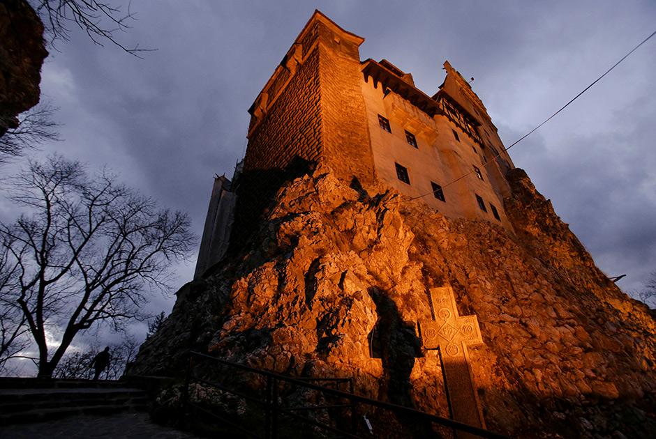 Замок Бран с северного фасада. Именно здесь, согласно готической новелле Брэма Стокера, жил вампир Дракула