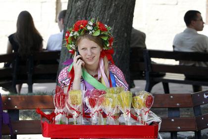 Названные проститутками украинки массово оголились