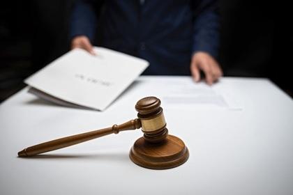 Российская судья арестовала умирающего чиновника и поплатилась