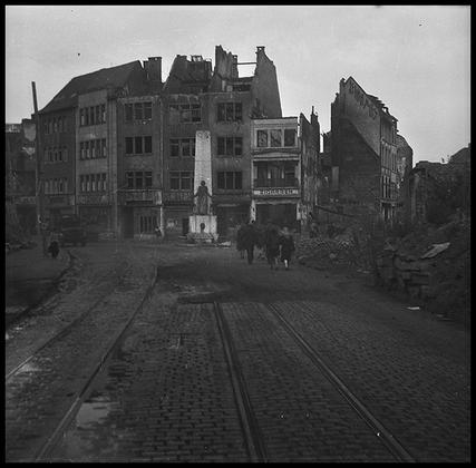 Улицы разбомбленного Кельна. Германия, 1945 год.